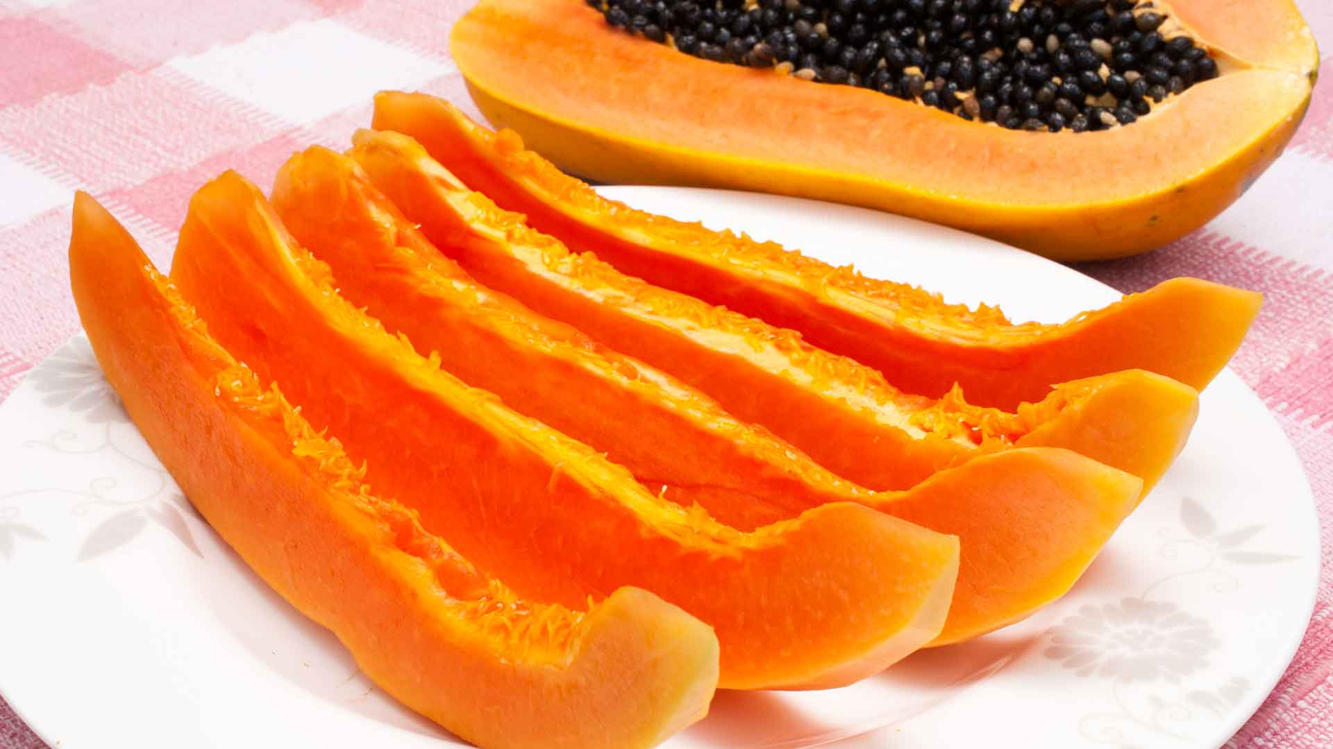Fresh papaya pieces