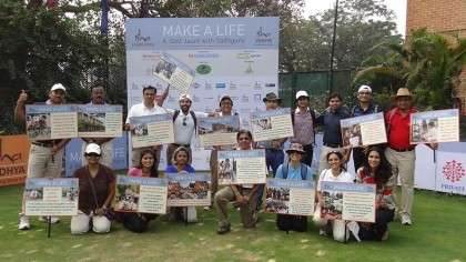 Isha Mumbai volunteers held a placard at each hole at the Jan4 Golf Jaunt