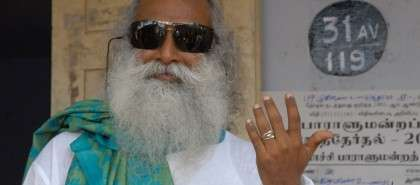 Sadhguru casting his vote in 2009 - India General Election 2014
