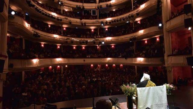 Bienvenue à Paris! Sadhguru in Paris – October 2015