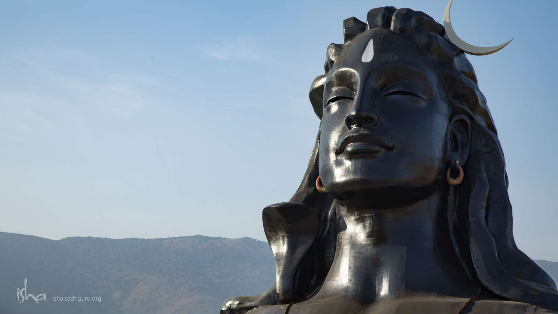 Wallpaper of Shiva - The Adiyogi with a clear sky