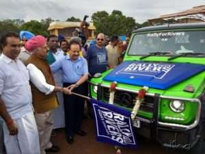 VP Singh Badnore and Dr Harsh Vardhan at flag off
