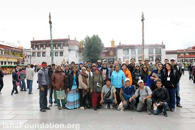 The group goes for a Sightseeing tour of Lhasa