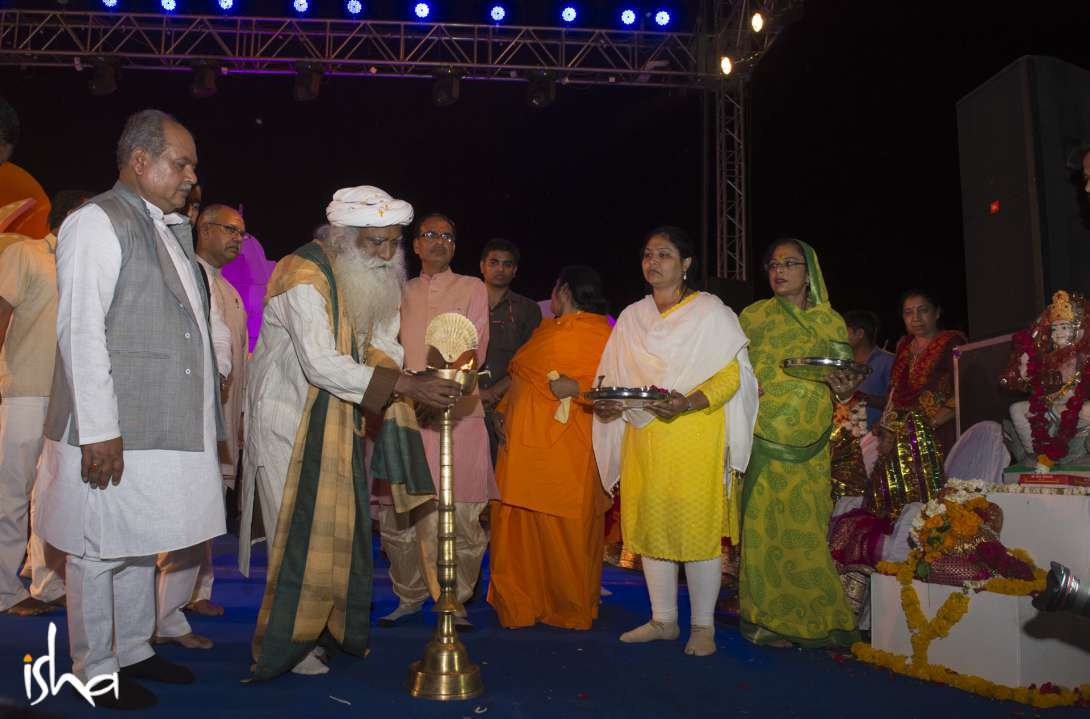 Sadhguru lighting the inaugural lamp for Jana Sabha at Shahganj