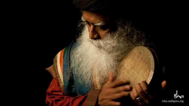 Mahashivratri Images & Wallpaper - Sadhguru playing a Drum
