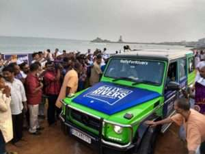 Crowd of Kanyakumari welcomes the Rally for Rivers team