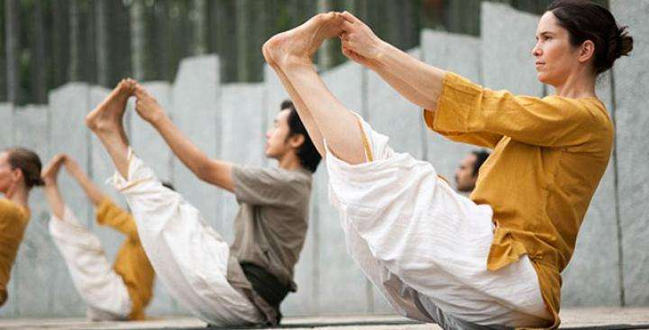 Class of HYS 2012 doing Angamardana - Why you shouldn't drink water while practicing yoga
